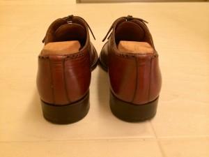 santoni-punched-cap-toe-heel